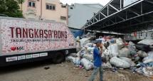 Ilustrasi bank sampah. (Dimas Ardian/Bloomberg/Getty Images)