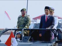 Presiden Jokowi Sebagai Inspektur Upacara HUT TNI ke-72 (Foto Detik)