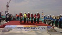 Topping off Apartemen Podomoro Golf View (Hariyanto/INDUSTRY.co.id)