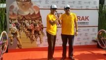 Sekretaris Kementerian Pariwisata Ukus Kuswara bersama Gubernur Provinsi Sumatera Barat, Gubernur H. Irwan Prayitno membuka Tour de Singkarak 2017