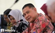 SEVP Risiko dan Komunikasi Tribuana Tunggadewi BNI Syariah dan Plt Direktur Utama Abdullah Firman Wibowo, saat paparan kinerja triwulan III tahun 2017, di Jakarta, Kamis (19/10). (Foto Rizki Meirino)