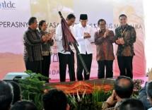 Presiden Jokowi meresmikan beroperasinya KEK Pariwisata Mandalika, di Pantai Kuta NTB (20/10) siang. (Foto: Rahmat/Humas)