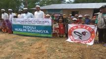 Moment penyaluran bantuan ke Rohingya.