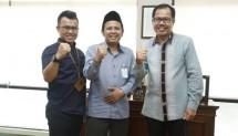 Direktur Utama LPDB-KUMKM Braman Setyo saat menerima kunjungan Inisiator dan Pembina Santripreneur Indonesia, KH Ahmad Sugeng Utomo atau yang biasa disapa Gus Ut di kantornya, Jakarta, Kamis (2/10/2017).
