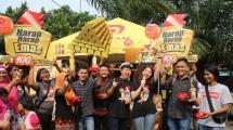 Mr. Ichitan Bersama Para Pemenang dan Pengunjung Pasar Jaya Cengkareng.(Foto: IST)