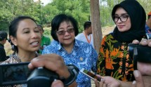 Meneg BUMN Rini Soemarno memberikan kesempatan bagi pelaku Usaha Mikro Kecil Menengah (UMKM) untuk berusaha di area fasilitas umum yang ada di rest area di jalan tol Pasuruan-Probolinggo (Paspro) sepanjang 31,3 km