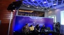 Dini Putri, Programing dan Production Director RCTI bersama Arie Untung dan istri.