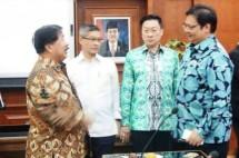 Wakil Ketua Umum Kadin Johnny Darmawan dan Menperin Airlangga Hartarto (Foto ist)
