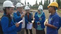 Mahasiswa Teknik Mesin dari President University saat melakukan kunjungan di kawasan Industri