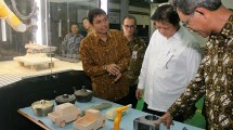 Menteri Perindustrian Airlangga Hartarto melakukan kunjungan kerja di PT Yogya Presisi Teknikatama (YPTI),