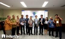 Ketua HKI Sany Iskandar dan pengurus HKI bersama President and CEO, KICOX Eun-Hui Bae usai penandatanganan kerjasama kawasan industri di Indonesia, Jakarta, Rabu (15/11)-dok INDUSTRY.co.id