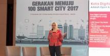 Director & Chief Wholesale Enterprise Officer Indosat Ooredoo, Herfini Haryono, mempresentasikan bagaimana penerapan teknologi acara Closing dan Awarding Gerakan Menuju 100 Smart City 15/11/2017)