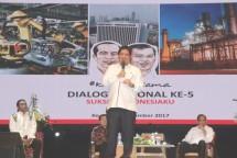 Menperin Airlangga Hartarto pada Dialog Nasional Sukses Indonesiaku di PT Gudang Garam Tbk., Kediri (15/11/2017).