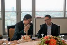 Menperin, Airlangga Hartarto seusai melakukan pertemuan dengan CEO SCG, Roongote Rangsiyopash