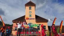 Daniel Whitehouse Berhasil Meraih Podium Pertama Tour de Singkarak 2017 Etape Kedua (Foto:facebook.com/kemenpar)