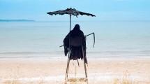 Swim Reaper, Penjaga Pantai Sekaligus Bentuk Kampanye Untuk Mecegah Kecelakaan saat Berlibur di Pantai (Foto:www.thesun.co.uk)