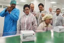 Menteri Perindustrian, Airlangga Hartarto saat meresmikan pabrik farmasi PT Ethica