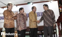 Menperin Airlangga Hartarto bersama Ketum KADIN Rosan P Roelani di acara FGD KADIN di hotel borobudur (dok-INDUSTRY.co.id)