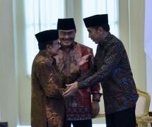 Presiden Jokowi dan BJ Habibie di pembukaan Silaturahmi Kerja Nasional ICMI, di Bogor, Jumat (8/12). (Foto: Humas/Rahmat).