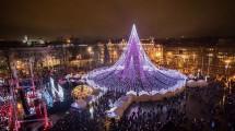 Pohon Natal Raksasa di Vilnius, Ibu kota Lituania (Foto:Saulius iūra/boredpanda)