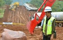 Jokowi meninjau Proyek Infrastruktur Jalan Tol (foto - Setkab)