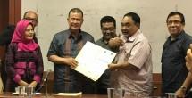 Ketua Panitia Hari Pers Nasional Margiono bersama Wagub Sumbar