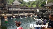 Wisatawan Mancanegara dan Wisatawan Domestik Berkunjung ke Tampak Siring Ubud, Bali (Foto: Riziki Meirino/Industry.co.id)