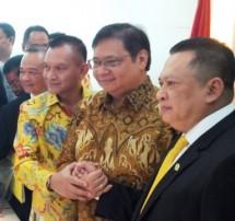 Ketua DPR Bambang Soesatyo dan Ketum Golkar Airlangga Hartarto (Foto B1)