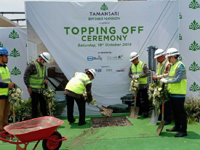 Topping off Tamansari Bintaro Mansion
