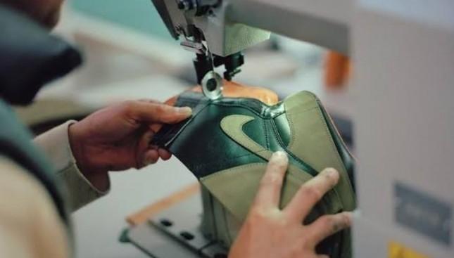 Ilustrasi pembuatan sepatu