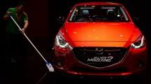Mobil Mazda dalam pameran Gaikindo. (Dimas Ardian/Bloomberg)