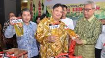 Menteri Perindustrian Airlangga Hartarto saat pembukaan Bazar Lebaran di Plasa Industri Kemenperin