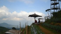 Wisata alam pertama yang sangat terkenal dan instagramable adalah Gardu Pandang Silancur. Gardu ini berlokasi di Dadapan, Mangli, Kaliangkrik, Magelang, Jawa Tengah.