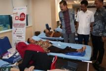 Direktur Utama Perum Jamkrindo Randi Anto saat meninjau donor darah