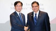Menteri Perindustrian (Menperin) RI Airlangga Hartarto saat bertemu dengan Menteri Perdagangan, Industri dan Energi (MoTIE) Korea Selatan, Sung Yun Mo