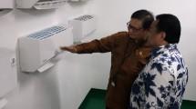 Menteri Perindustrian Airlangga Hartarto bersama Presiden Komisaris PT Panasonic Manufacturing Indonesia Rahmat Gobel