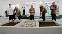 Menteri Perindustrian Airlangga Hartarto bersama Presiden Direktur PT Nestle Indonesia Dharnesh Gordhon saat peletakan batu pertama perluasan pabrik Nestle di Karawang