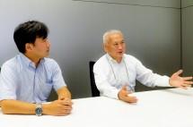 (kanan) Hirozou Yoshitomi, President of Tokyo-based JUNPUZI (kiri) Seiji Kamiya, JUNPUZI's Project Planning and Development Department Manager
