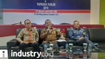 Direktur Utama PT Grand Kartech Tbk., (KRAH) Johannes Budi Kartika (tengah) seusai Public Expose di Jakarta (Foto:Ridwan/Industry.co.id)