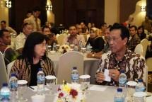 Direktur Jenderal IKMA Kemenperin Gati Wibawaningsih bersama Gubernur DIY Sri Sultan HB X
