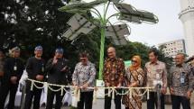 Sektor EBT Bergerak, Wali Kota Bandung Resmikan Solar Tree