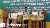 Dirjen IKMA Kemenperin Gati Wibawaningsih saat membuka program santripreneur di Tangerang, Banten (Foto: Ridwan/Industry.co id)