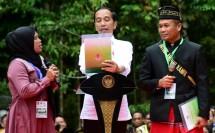 Jokowi serahkan sertifikat tanah di riau