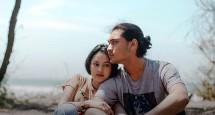 "Adegan Film ""Tersanjung, The Movie"" yang diperankan oleh Giorgino Abraham dan Clara Bernadeth."