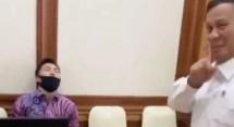 Prabowo Subianto saat melihat asisten pribadinya tertidur