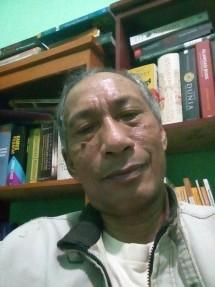 """Ben Senang Galus, Penulis buku """"Demokrasi Bumi dan Air"""