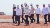 Menteri BUMN Erick Thohir saat mendampingi Presiden Jokowi meninjau kawasan industri terpadu Batang
