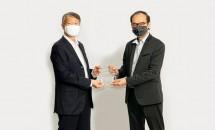 PT Jababeka Tbk dan Sinarmas Menerima Penghargaan Esri Special Award in GIS (SAG Award)
