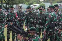 Kesiapan Satgas Pamrahwan Yonif Para Raider 432 Diperiksa Kaskostrad