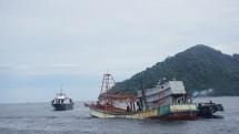 KKP dan Kejaksaan Tenggelamkan Lagi 4 Kapal Berbendera Vietnam di Pontianak